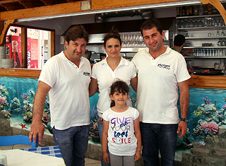 meltemi restaurant >> Meltemi is specialized in the preparation of the local fresh fishes